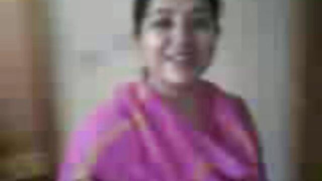سنہرے بالوں فلم سکی ترکیه والی ایک ویڈیو میں ویب کیم کے سامنے