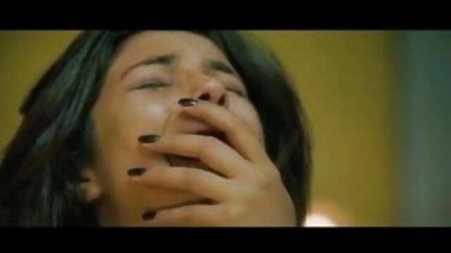 موٹے ، چھوٹے لڑکی کے ساتھ pouting ہونٹ فیلم سگسی ترکی