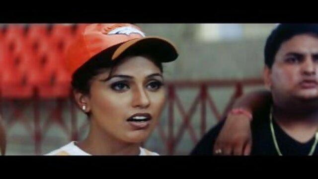 ایک فیلم سکسی دختران ترکی ماڈل Dava فاکس کے بعد کھڑے گیلے